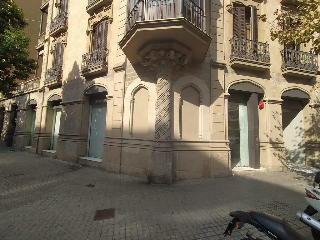 Local 261m² Calle Balmes